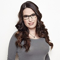 Head Shot of Cara Santa Maria